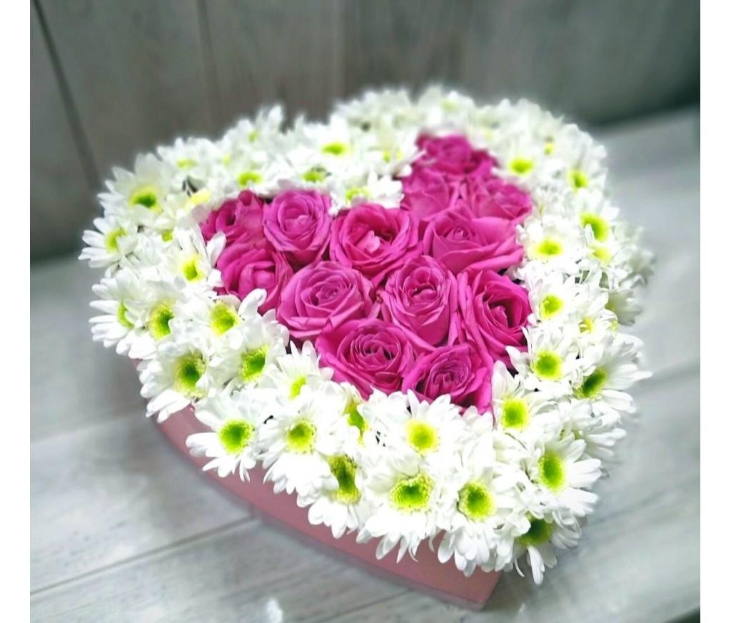 Сердце из роз и хризантем №726