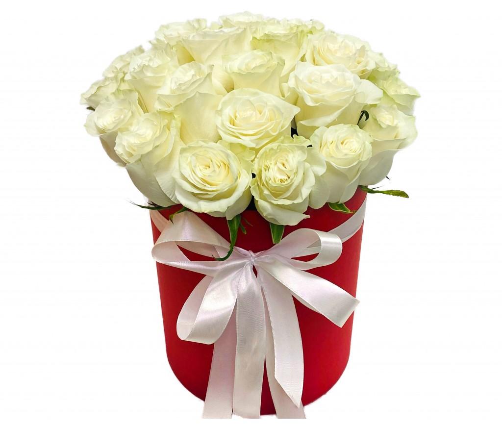 Белые розы в коробке №179
