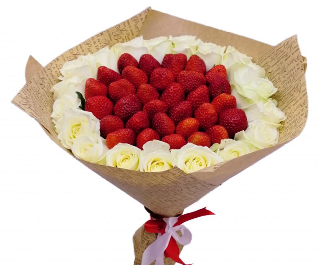 Букет из роз и клубники №26
